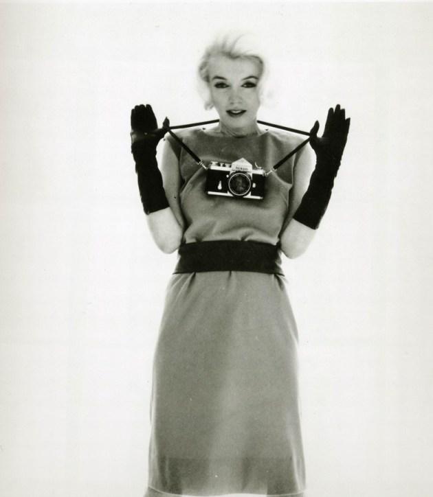 Marilyn-Monroe-with-Nikon-F