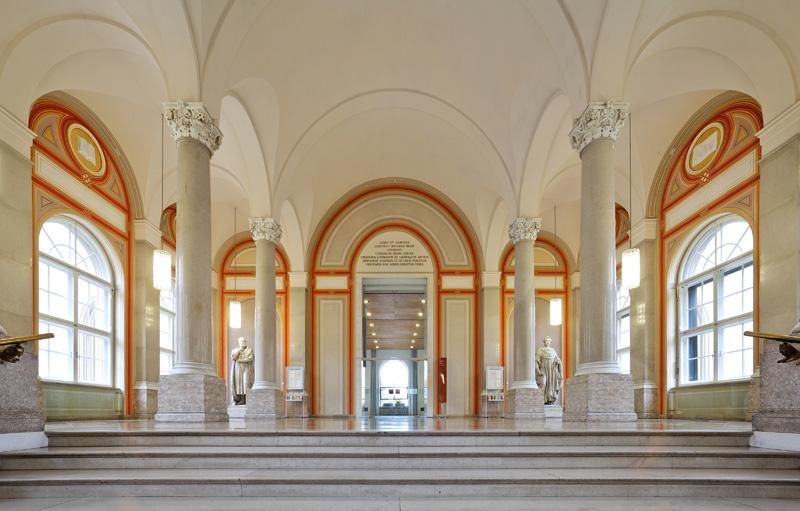 Bayerische Staatsbibliothek, München, Treppenhaus nach der Renovierung Foto: Hans-Rudolf Schulz